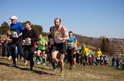 Jooksu teisel kilomeetril olevast Huntaugumäest tuleb jooksjatel üles rühkida ka tänavu.