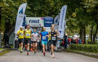 Tulevased võitjad Risto Pernits (nr 100) ja Annika Roosleht (nr 116) on juba stardis oma kohad sisse võtnud