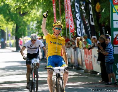 Caspar Austa võitmas 13. Rakvere Rattamaratoni. Pilt: Sander Maasing