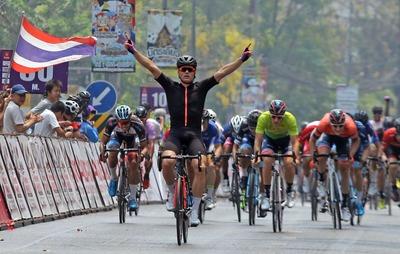Martin Laasi võidukas finiš 2019. aasta Tai velotuuri kuuendal etapil. Allikas: Tour of Thailandi Facebook